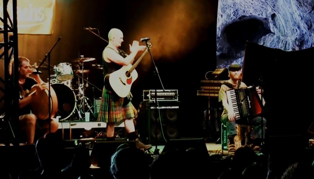 Assassenachs - Monaghan's Jig - Balver Höhle Irish Folk Festival 2015.mp4_snapshot_03.35_[2016.01.08_19.21.29]